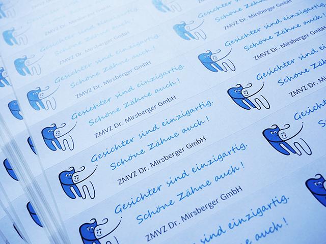 Individueller Aufkleber für ein Mailing